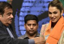 actor isha koppikar joins bjp