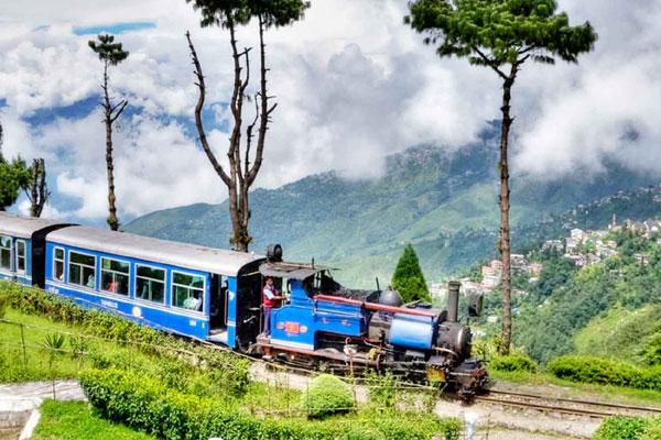 Darjeeling Honeymoon-Best Honeymoon Places In India