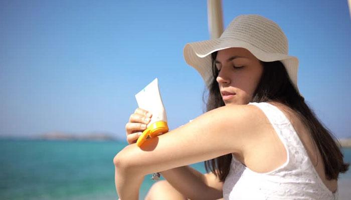 Use Sunscreen for Avoid Summer Heat