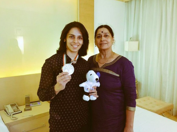 saina nehwal mother