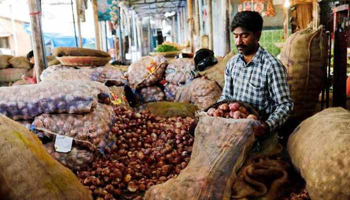 11000 tonnes of onions to reach india