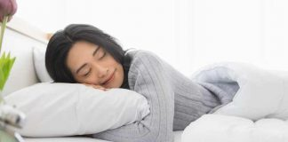 things-you-should-do-before-sleeping-for-glowing-and-spotless-skin
