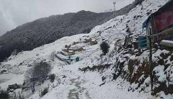 Auli Chamoli Joshimath Uttrakhand Snow Hot Water Same-Land Tourists Boiling Eggs