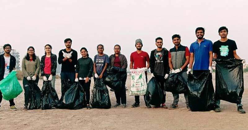 engineer group collecting waste during jogging pune