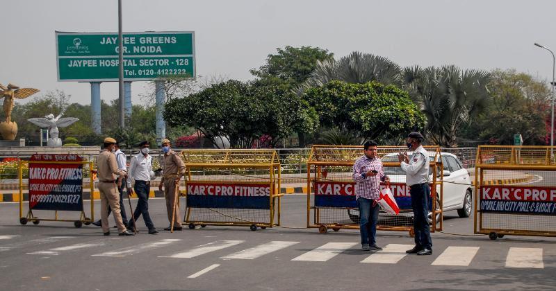 Covid 19 delhi noida border sealed by district administration