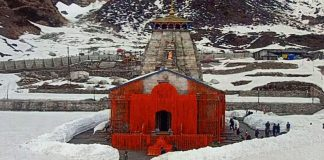 kedarnath kapaat opened first worship in the name of pm modi