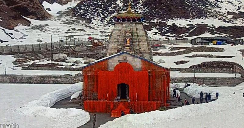 kedarnath kapaat opened first worship in the name of pm modi