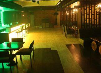 Restaurant in Delhi Violates Social Distancing Norm