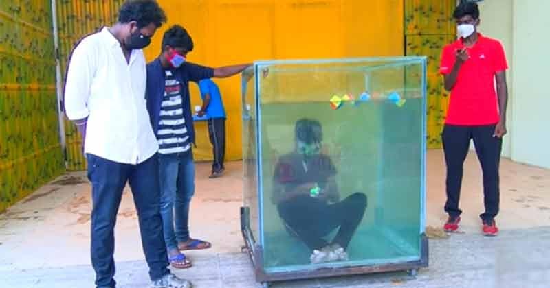 Chennai Man Solve Rubik's Cube Underwater