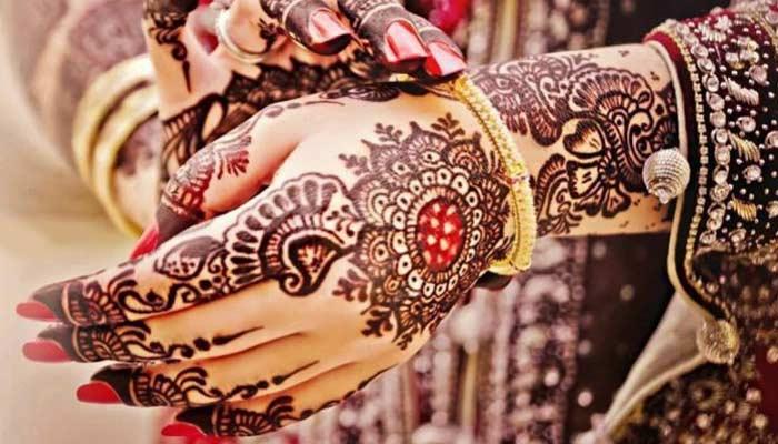 Mehndi For Karwa Chauth Married Women