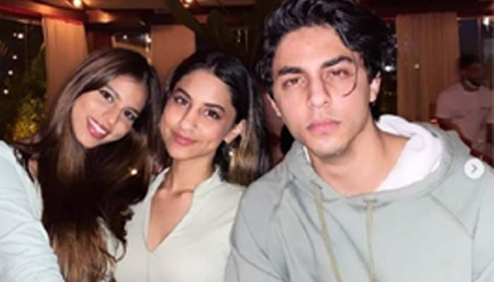 Suhana Khan Share Post With Cousins