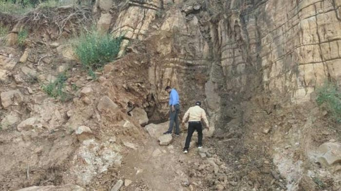 Mysterious cave in UP Chitrakoot