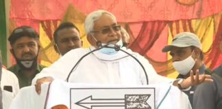 Onions Pelted At Nitish Kumar