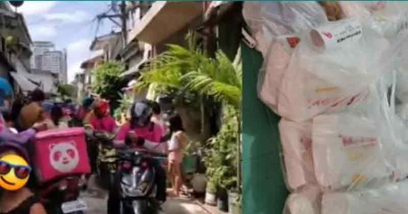 42 Delivery Boy Arrived Together Viral Photos