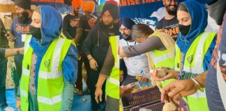 Himanshi Khurana Distribute Juice At Farmers Protest