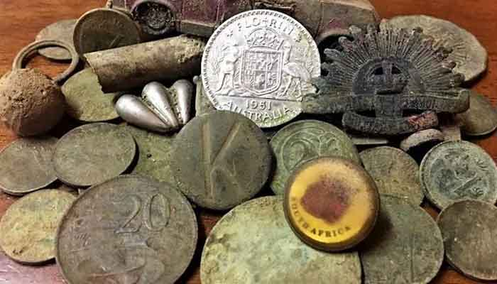 People Are Digging Parvati River For Gold And Silver Coins
