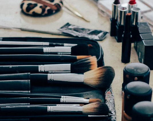 Shelf Life of Beauty Products in hindi