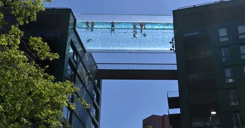 Dizzying Transparent Sky Pool Opens In London In Hindi