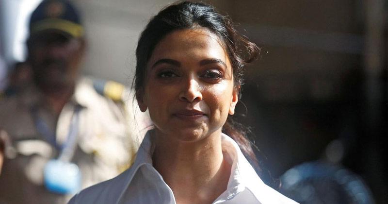 Deepika Padukone Ignores the Begging Woman